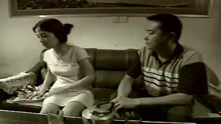 黑白大搏斗: 怀疑妻子与男子有染, 丈夫竟想到了这招