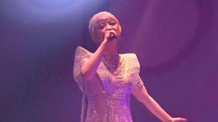 香港歌手陈慧娴, 年过五十开演唱会, 一曲《玻璃窗的爱》重温经典
