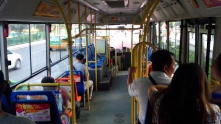 男子中途下车遭拒欲打司机 乘客果断制止