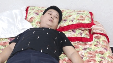丈夫瘫痪在床, 妻子却嫁给了有钱的傻子, 再相见妻子后悔不已