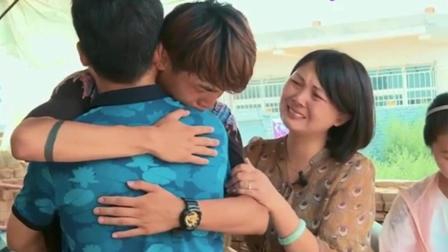 变形计: 家人接刘一鸣回家, 妹妹一见到哥哥马上跑到身边, 感情深