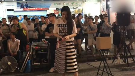 街头美女翻唱张国荣《沉默是金》真的太好听了, 果真高手在民间