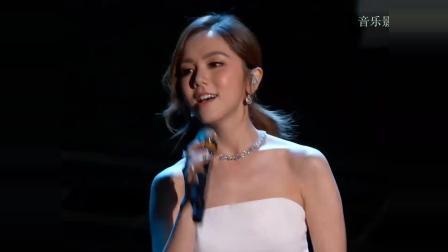 """邓紫棋在美国NASA""""科学突破奖""""颁奖并演唱《光年之外》, 首位受邀请的华语歌手"""