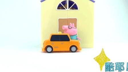 好神奇! 把巧克力豆放到玩具微波炉里, 居然变出来一辆小拖车!