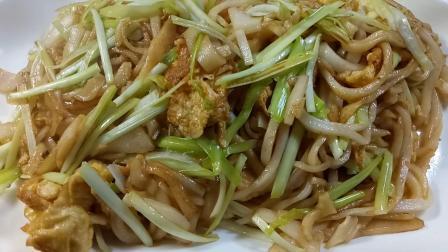 """广东街头美食炒河粉, 家常炒法, 这样炒的粉更有""""锅气""""更好吃!"""