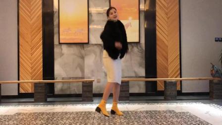 01:00 生日当天忍不住在饭店大厅跳了一曲《沙漠骆驼DJ》青青世界广场舞