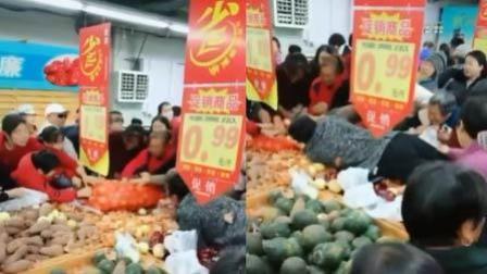 火龙果传媒 第一季 超市商品打折促销 大爷大妈挤一团吵闹哄抢
