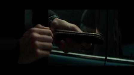 《王牌保镖》王牌保镖想用工具撬锁, 直接用拳头, 黑人拳头真厉害