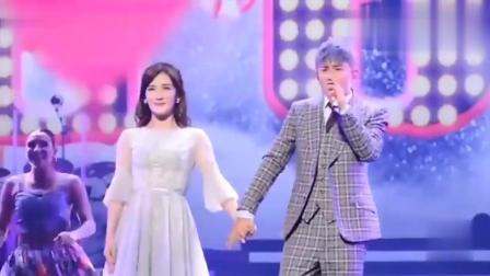 谢娜现身张杰成都演唱会, 夫妻两人共舞《秋天的童话》