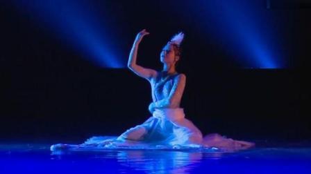 藏族女子独舞《云朵》舞蹈之美, 请你用艺术的眼光来欣赏