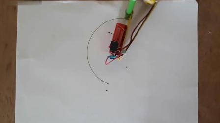 用小马达制作的圆形绘图机器人, 材料简单科技不俗