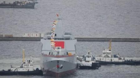 中国这艘军舰排水量超055, 出国远航155天, 美国海军看到都得护航