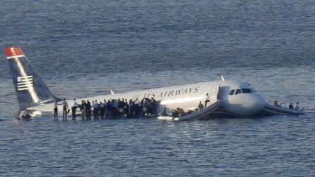 为什么客机在出事时宁愿机毁人亡, 也不让乘客跳伞逃生呢?