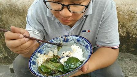 农村小伙爆炒辣椒吃, 出锅那一刻, 看饿了, 大碗米饭大口吃