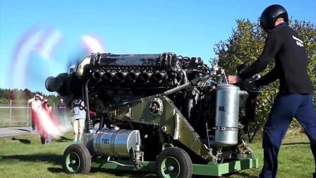 启动2490马力的劳斯莱斯格里芬V12发动机