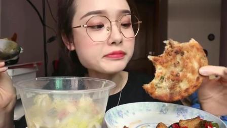 美女阿尤: 葱油饼和回锅肉, 酥酥的声音听着舒服!