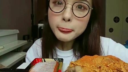 """上海""""萝莉吃播"""", 吃""""火鸡腿"""", 大口大口的往嘴里塞, 很有食欲"""