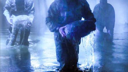 """士兵从湖里面捞起""""怪蛋"""", 里面藏的东西, 轻易就能毁灭地球"""