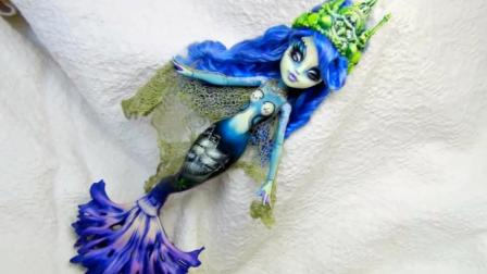 炫酷怪高改造秀: 女子将娃娃美妆打扮成美人鱼女王!