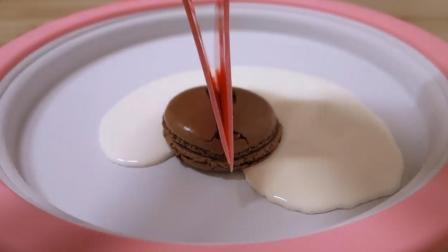 神奇的玩具炒冰机! 马卡龙和酸奶放上去, 不一会就成冰淇淋卷了