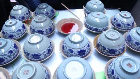 贵州苗族结婚拦门酒, 抽到什么吃什么, 碗里的肥肉白酒太多难下手
