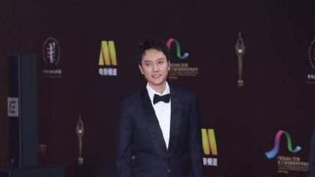 八卦:冯绍峰现身金鸡百花电影节闭幕红毯 为老婆新剧宣传