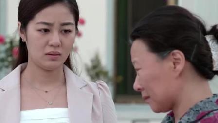 海燕来看孙子, 一抱孩子就哭了, 网友: 谢广坤抱咋不哭呢?