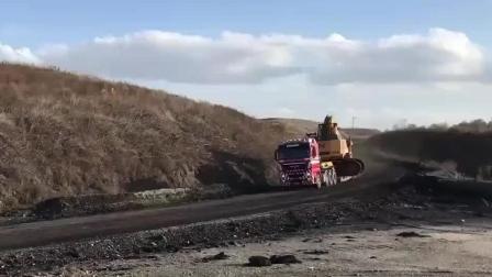 板车运送大型挖掘机 这么高级的板车得多少钱运一次!
