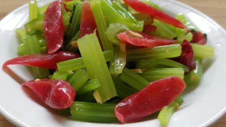 芹菜炒腊肠的做法, 芹菜这样炒着吃色香味俱全, 非常好吃!