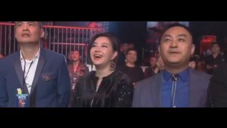 武僧一龙一脚KO韩国2米18巨人, 旁边观战美女惊呆