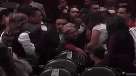 墨西哥国会令人心痛的一幕, 议员突然接到女儿被谋杀的消息