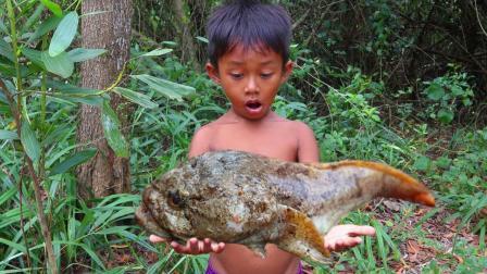 农村男孩野外生存, 有鱼没锅煮, 看看他是怎么吃法, 厉害了