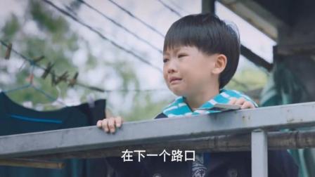 小男孩叫了一声爸爸,把男保姆感动的,都快留眼泪啦!