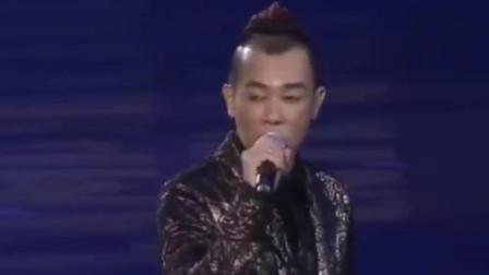 陈小春成都演唱会火力全开, jasper小泡芙饺子齐现身, 萌娃们超嗨