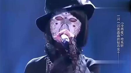 她翻唱黄家驹的歌曲致敬没有人超越, 戴着面具没有人猜得出来