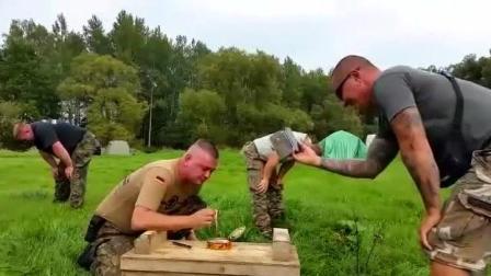 战术大兵试吃全球最臭食物鲱鱼罐头, 反应全程高能