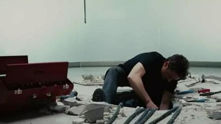 果然是土豪斯塔克, 在自家别墅楼随意凿墙挖坑, 就为只为科研试验