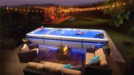 世界最神奇的游泳池, 只有一张床大, 却永远游不到尽头!