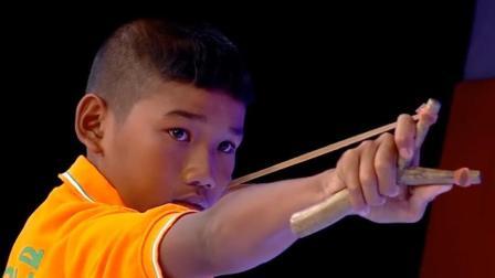 泰国农民孩子, 从小练就弹弓绝技吗, 登上舞台后震撼评委