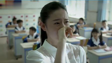 学生在教室黑板涂鸦, 老师看到后竟泪流满面