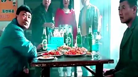 刘能的媳妇在饭店被四个流氓欺负-赵四直接和他们大打出手!