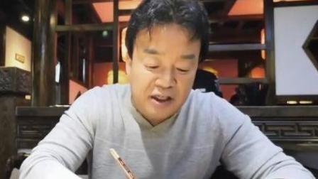 街头美食斗士: 韩国大叔成都街头吃美食, 还说红油是美食主角?