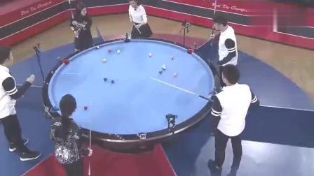 """未播花絮: 潘晓婷刘莎莎遇""""旋转台球""""大摆乌龙."""