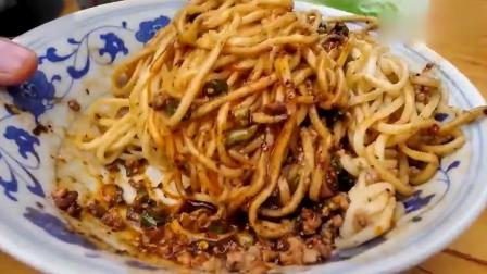 玖捌美食君: 一碗成都炸酱面, 彻底改变了老外对中国美食的看法, 直呼 太好吃了!