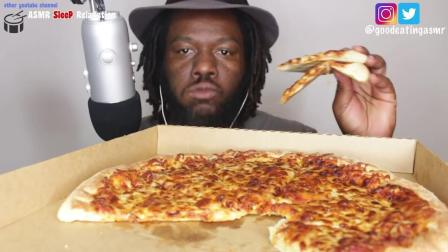 小黑哥吃播 12寸奥尔良披萨 一个人吃真香
