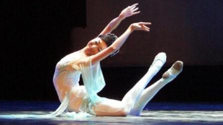 曾与杨丽萍谭元元春晚同台, 因奥运会排练致瘫, 如今刘岩活的精彩