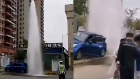 女司机开车上花坛 消防栓被撞爆变5米喷泉