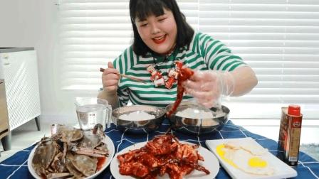 大胃王秀彬狂吃两种口味的螃蟹, 肥美蟹黄直呼过瘾, 网友: 胖姐好有喜感啊