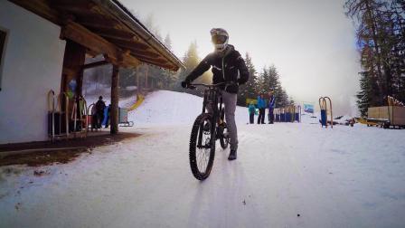 这运动绝对刺激, 高山加雪地自行车极限运动! 佩服