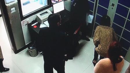 """浙江一女逃犯还没来得及""""剁手""""就被抓 追问民警购物车的东西怎么办"""